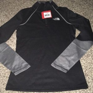 NWT North Face 1/4 zip Pullover